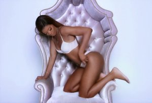 Shanel escort girl