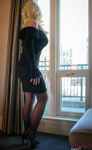 Marie-esther live escort