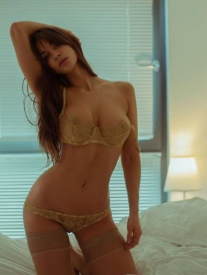 Firmine escort girl and thai massage
